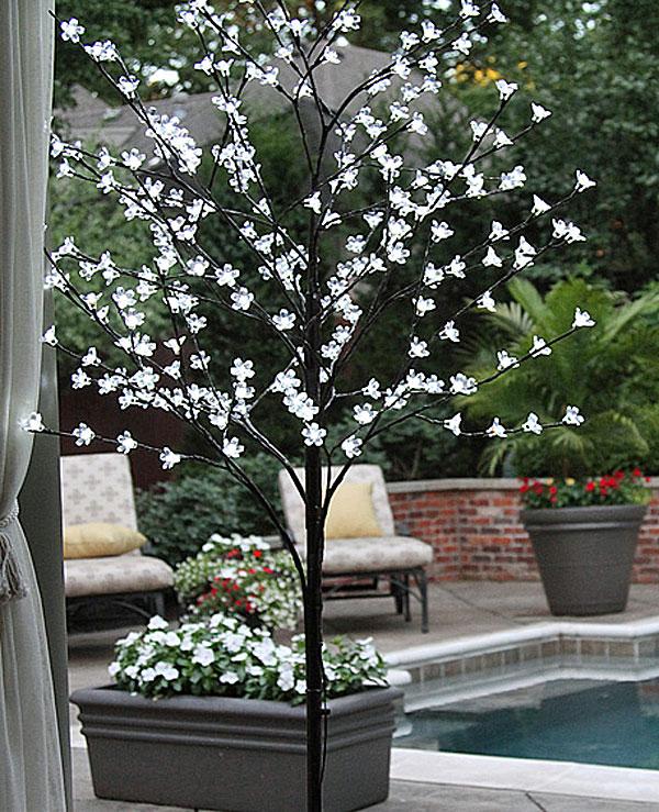 outdoor lighted trees. Black Bedroom Furniture Sets. Home Design Ideas